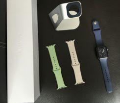 Apple Watch Sport 42mm+pásky a stojánek