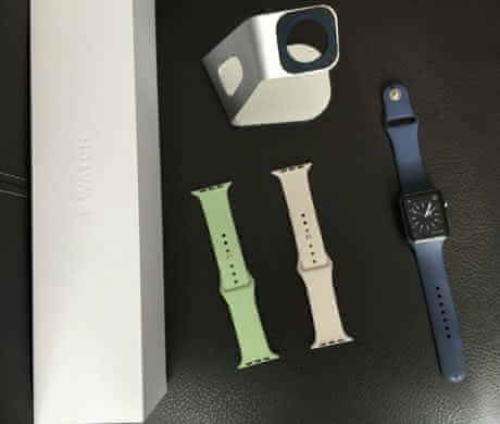 Apple Watch Sport 42mm+pásky a stojánek