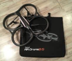 Dron Parrot AR 2.0 ovládaný přes iOS