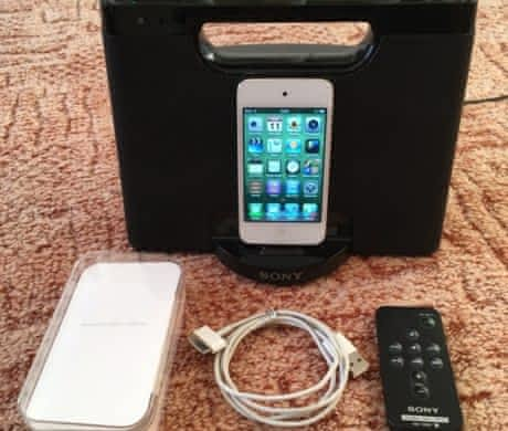 iPod touch 4 generace + dock SONY