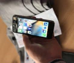 Prodam iphone 5S cerny 64gb  poskozeny