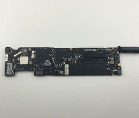 Macbook Air – základní deska