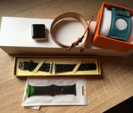 Apple Watch Series 2 38mm + řemínky