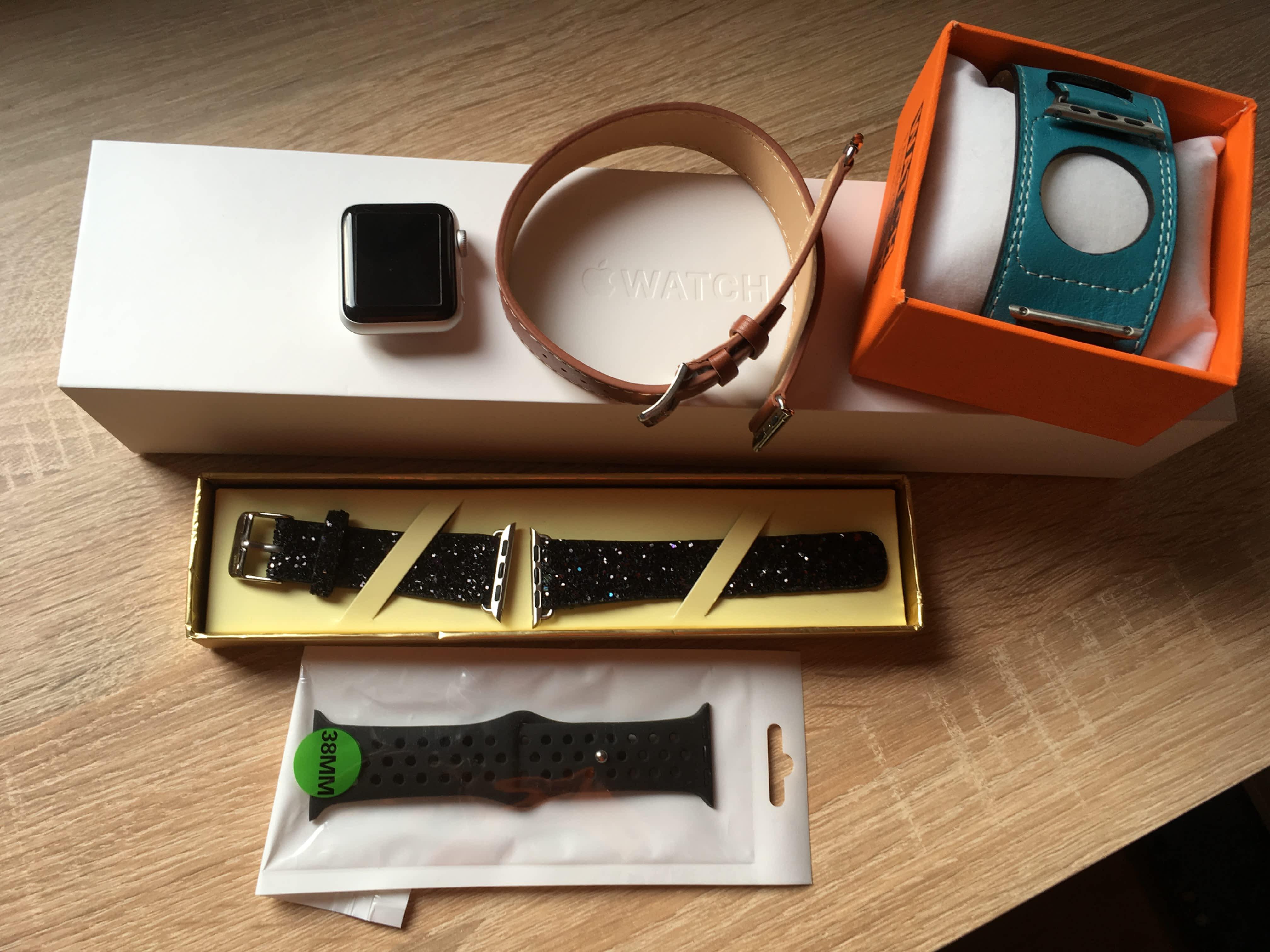 Apple Watch Series 2 38mm + řemínky  c7533dac0b8