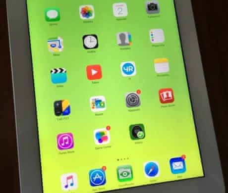 iPad 4 16GB – BEZ ŠKRÁBANCŮ