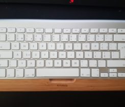 Apple Magic Keyboard CZ + Dřevěný Dock