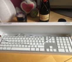 Apple Magic Keyboard s číselnou kláves.