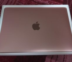 "Rose Gold MacBook 12"" s Retina displejem"