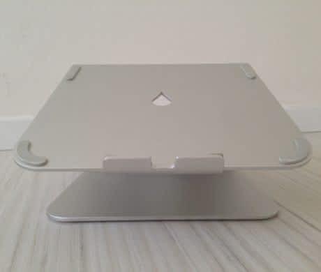 Stojan na Macbook