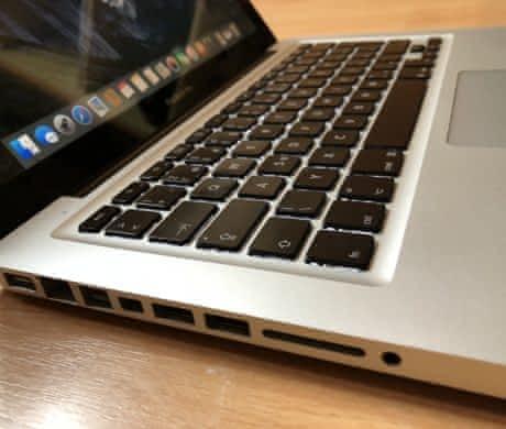 "Predam Macbook 13"" december 2009"