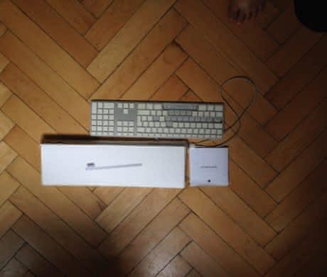 Apple keyboard – poškozená