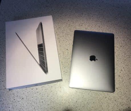 MacBook Pro 13, 2017 jak nový