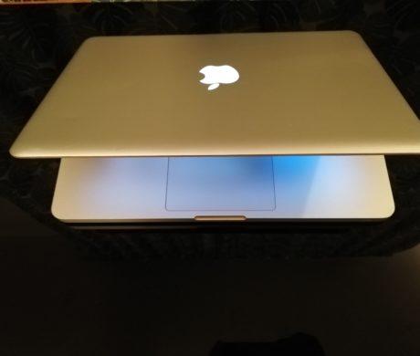 MacBook Pro 13palcový