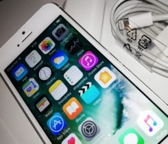 Apple iPhone 5 16GB (Silver)