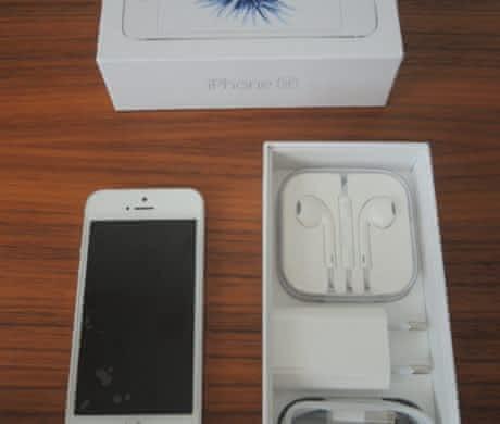 Apple iPhone SE 32 GB stříbrný