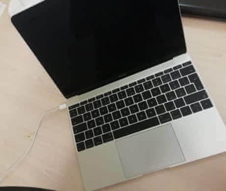 Macbook (2015) S novou klávesnicí.