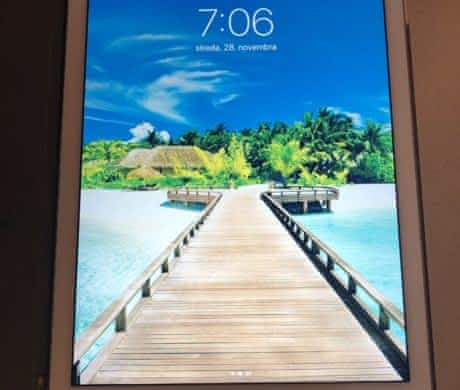 Apple iPad Air 2 Wi-Fi 16 GB gold a obal