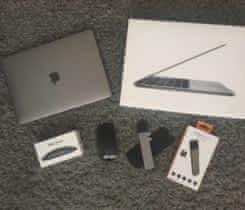 Prodám Macbook Pro 2017 s příslušenstvím