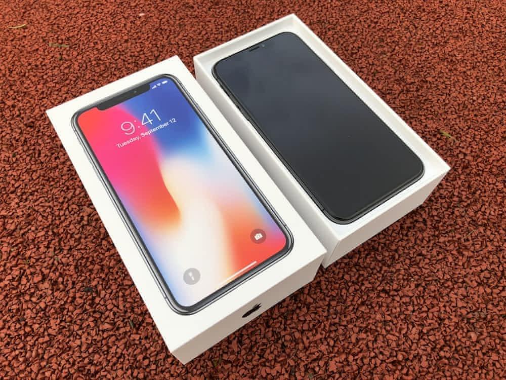 Recenze-iPhone-X-baleni-3