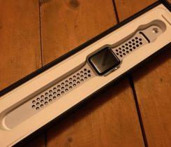 Prodám Apple Watch Nike+ 42 mm stříbrné