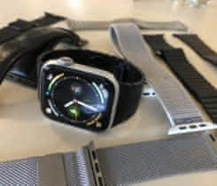 Apple Watch 4 44mm Silver + řemínky