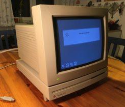 APPLE MACINTOSH LC + monitor a příslušen