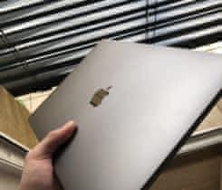 MacBook Pro 256gb ssd 9 měs. starý TOP