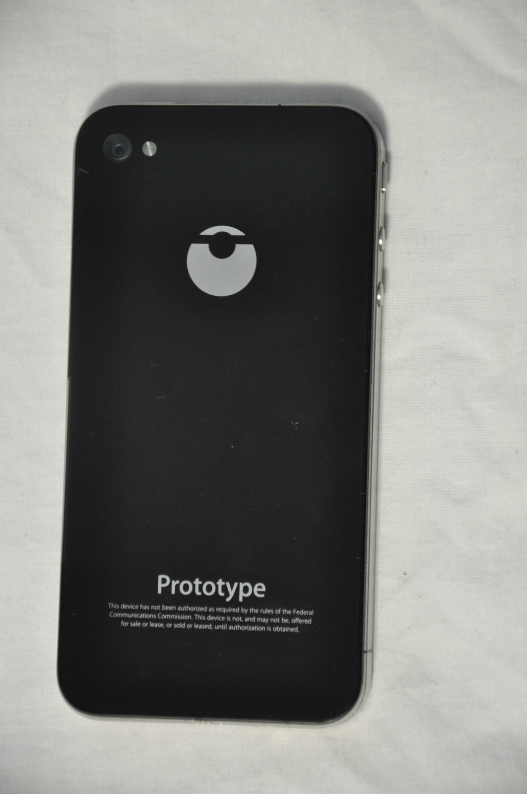 Logo MediMac na prototype iPhonu 4 s označením N90 - svetapple.sk