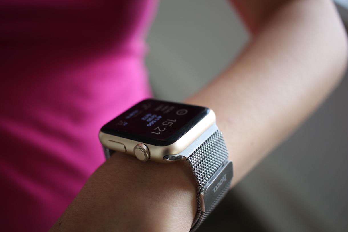 Výsledek obrázku pro apple watch milansky tah na ruce