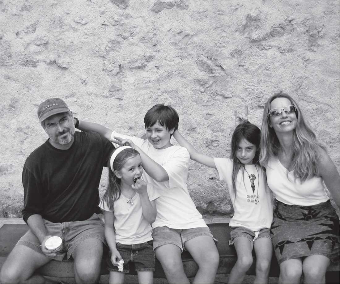 steve_jobs_familypic