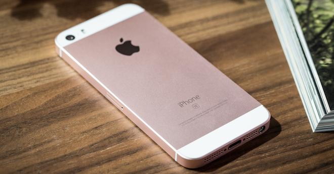 iPhone SE FB 4