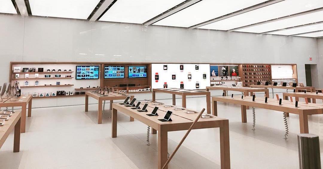 apple p estal v nov ch prodejn ch zabezpe ovat vystaven iphony. Black Bedroom Furniture Sets. Home Design Ideas