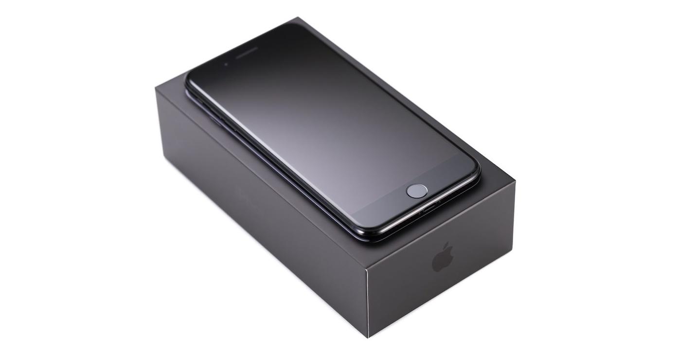 iphone-7-jet-black-packaging-fb