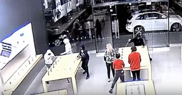 robbed-apple-store-fb
