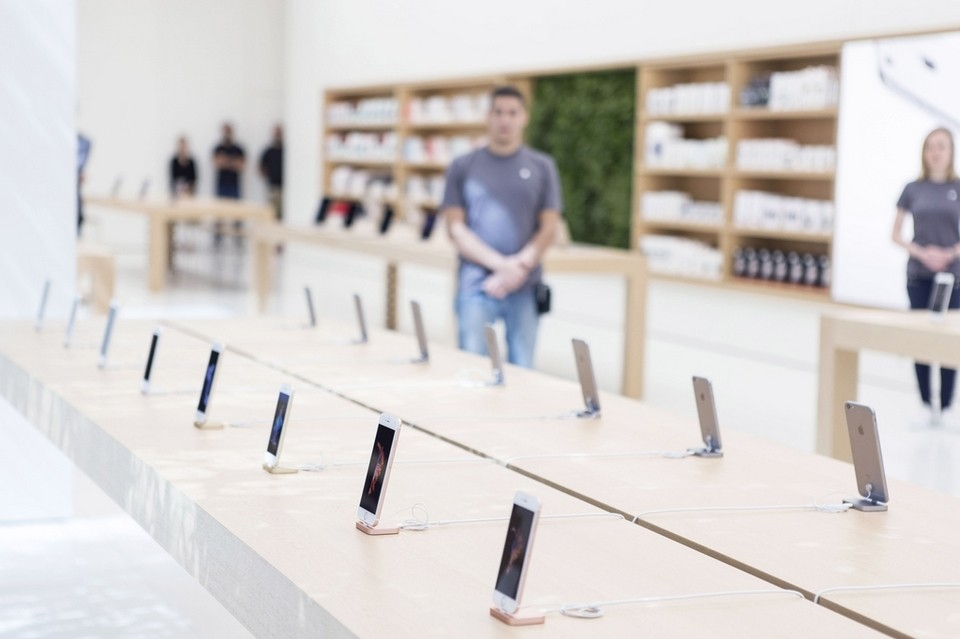 apple store dubai 2015