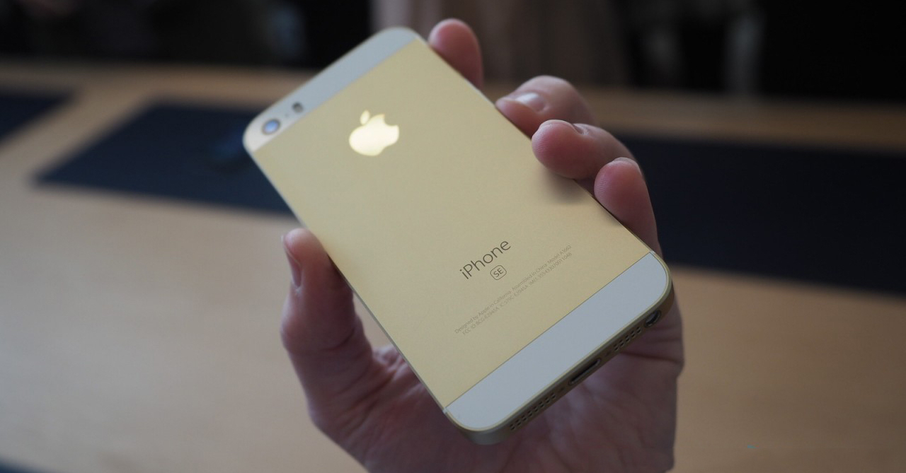 iPhone SE Gold FB
