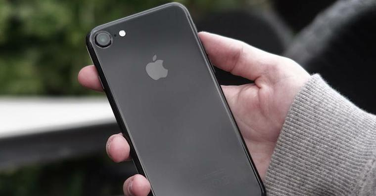 iPhone7 in hand FB
