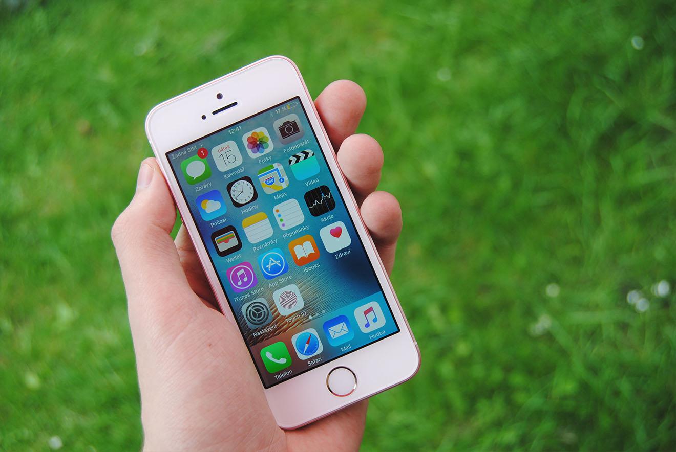 iPhone SE recenze 3