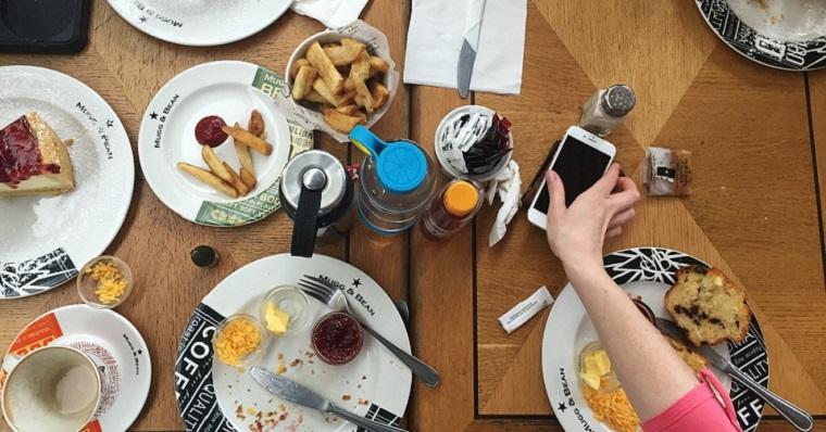 obed-v-apple-parku-zamestnanci-fb