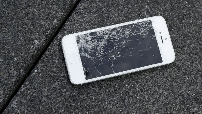 iphone-broken-cracked-screen