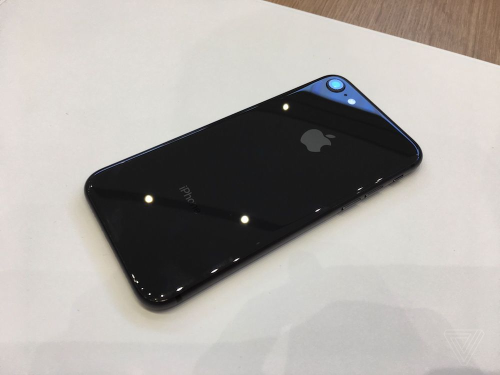 iPhone 8 and 8 Plus hands-on 1