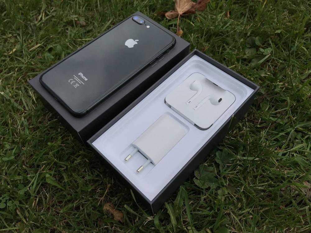 iPhone8 Plus unboxing 2