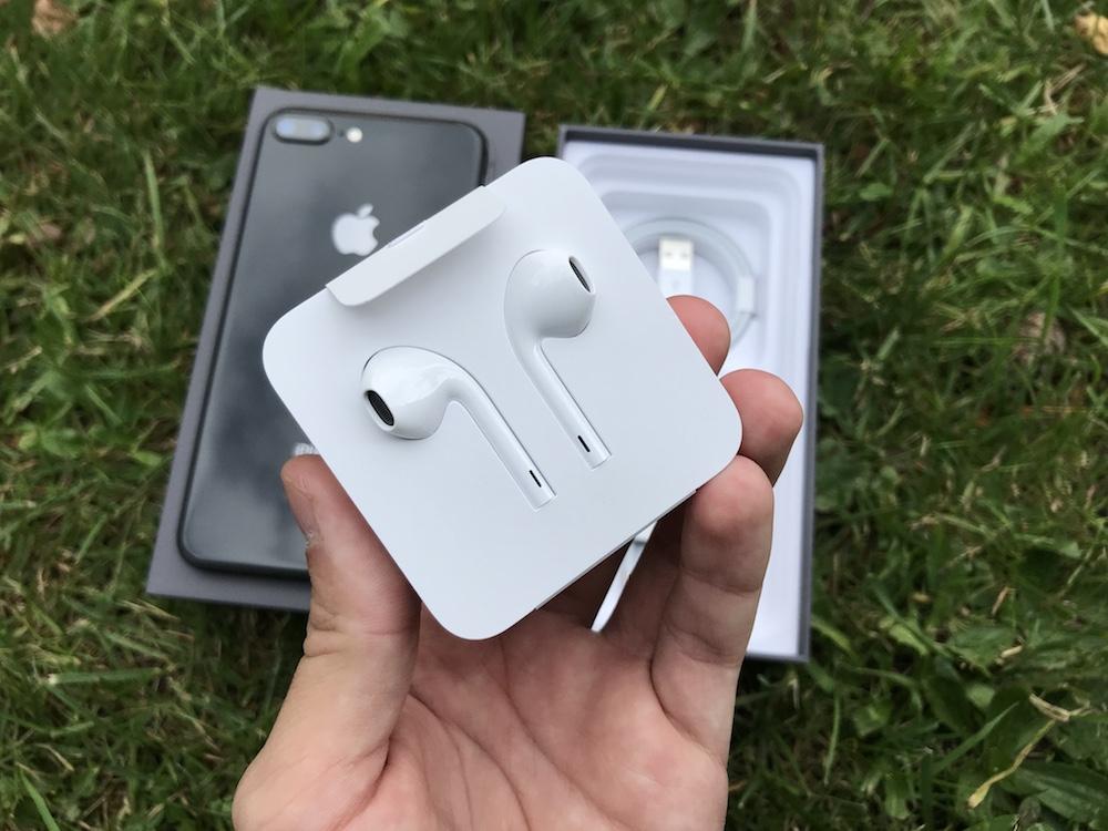 iPhone 8 Plus unboxing 5