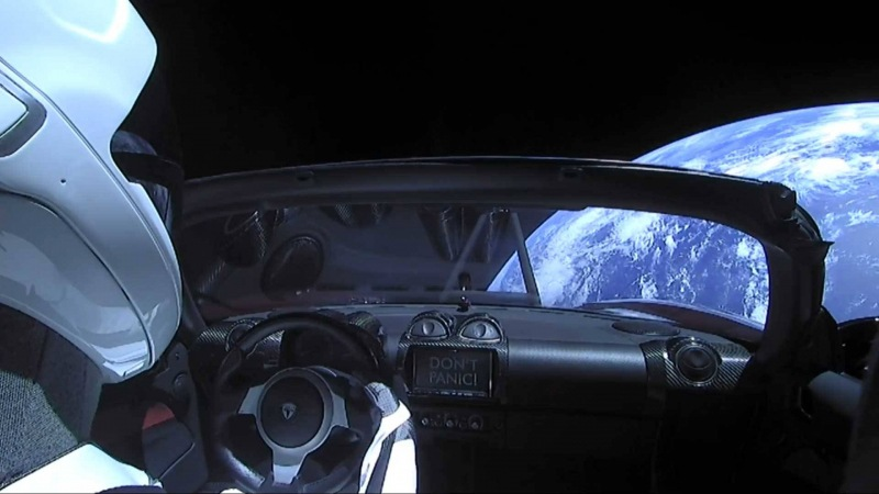SpaceX_Heavy_Falcon_launch_Tesla_Roadster_14_800_600