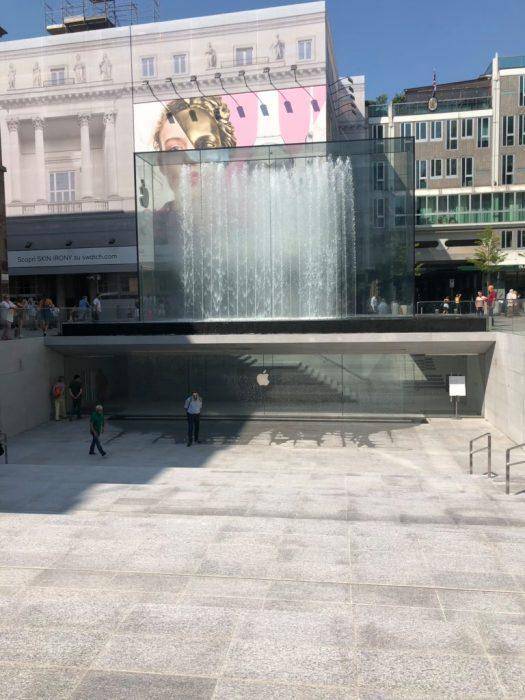 PiazzaLibertyOutside9to5_3