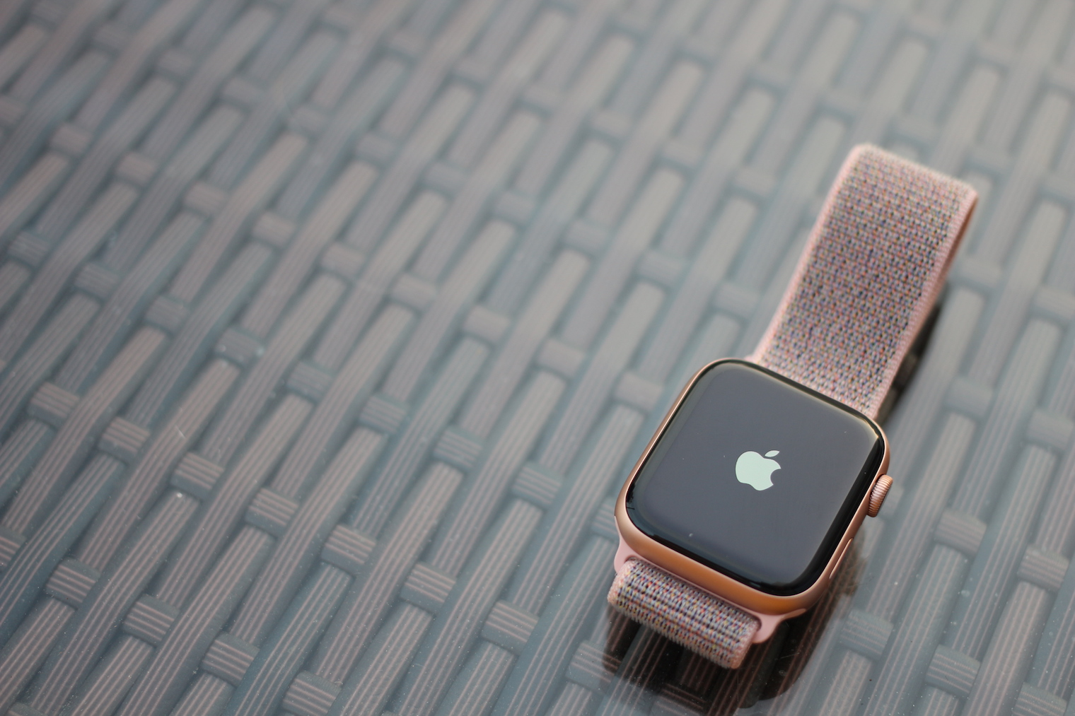 Apple watch gold series 4