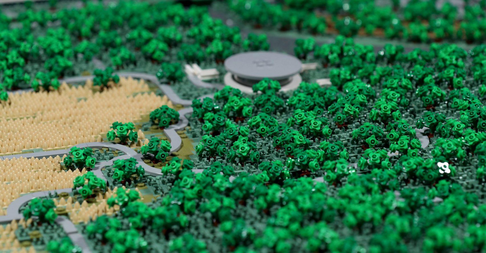 apple-park-cupertino-lego-spencer-rezkalla-foster-partners-_dezeen_2364_col_25-1704×887