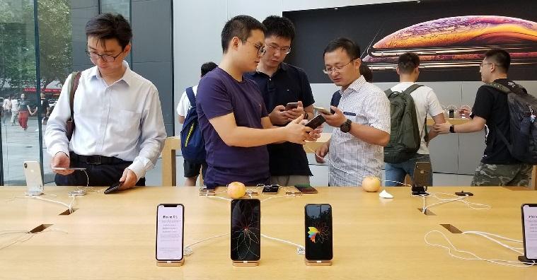 iPhone jako telefon pro chudé anevzdělané? VČíně možná ano