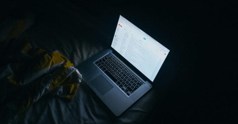 macbook_night_fb