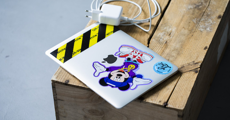 Apple-Macbook-Off-white
